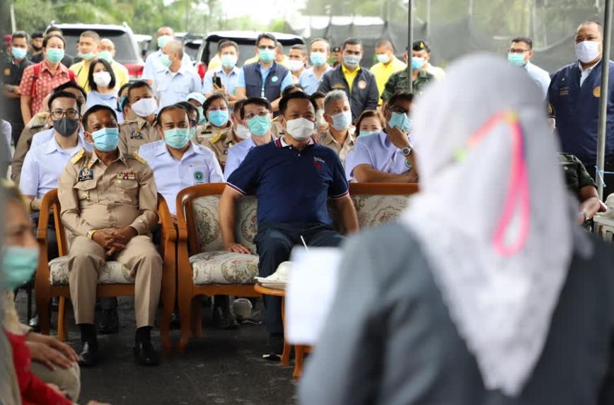 รองนายกรัฐมนตรีและคณะ ลงพื้นที่ตรวจเยี่ยมให้กำลังใจและมอบสิ่งของช่วยเหลือผู้ประสบอุทกภัยในพื้นที่จังหวัดปัตตานี